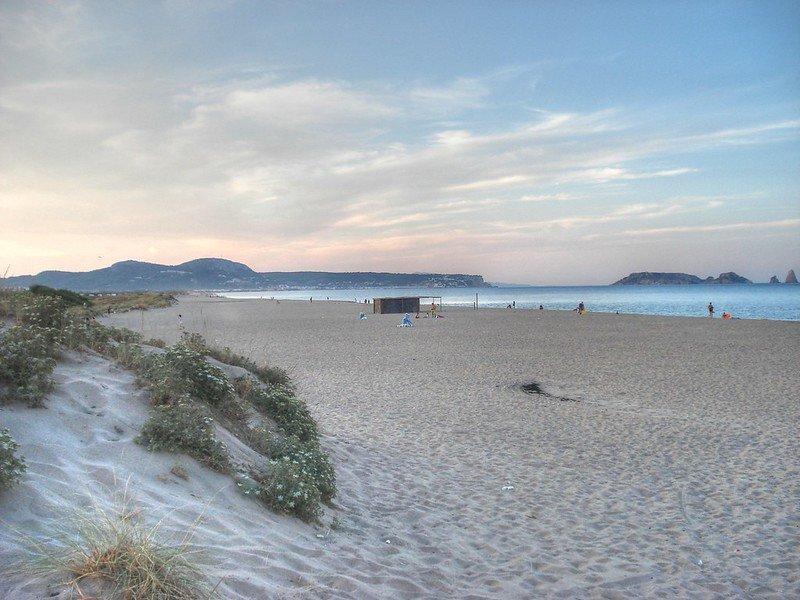 Strand Pals: Costa Brava