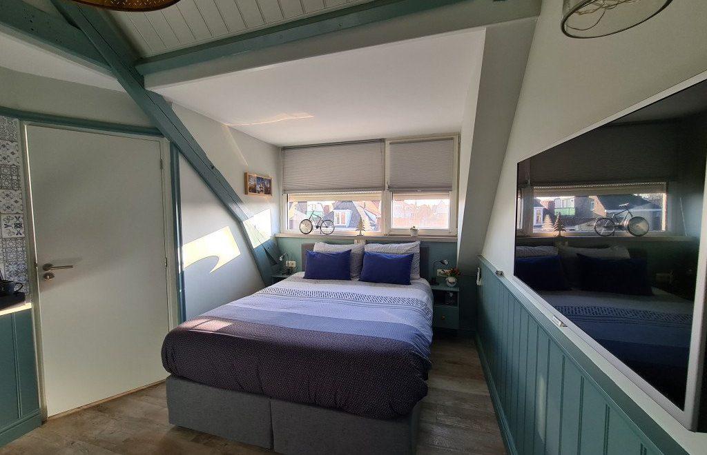 Overnachten in de Delfts Blauw kamer van b&b bij Jeanne